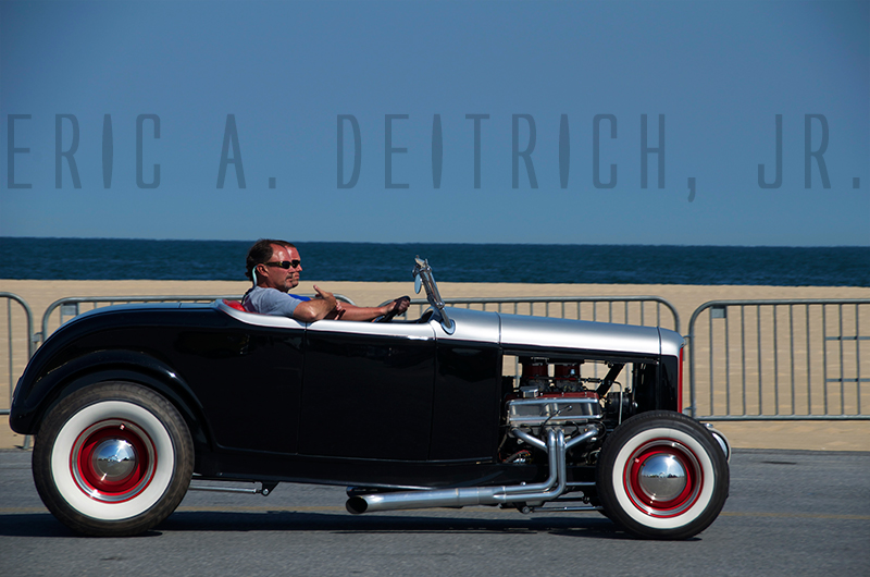 hot-rod-convertable-beach-behind